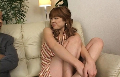Playful gals Hitomi Ohishi and Warin enjoy threesome anal sex